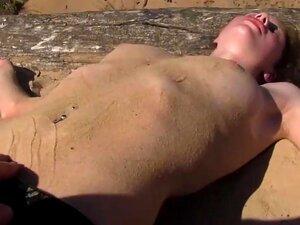 Jung nackt sehr und Sehr Jung