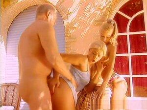 Deux blondes chaudes séduisent une bite