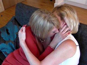 Des amies lesbiennes baisent intensément