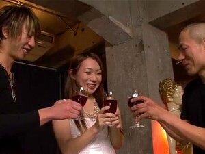 Mecs français boivent du champagne et baisent