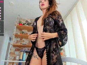 Exotischer Ladyboy klafft, wenn großer Schwanz ihren saftigen TS-Hintern fickt