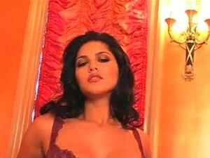 Sunny Leone ist eine Pornodiva mit den Kurven einer Göttin