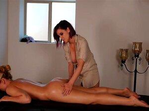 Massage Lesbienne - Porno @ RueNu.com